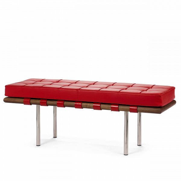 Скамья Barcelona ширина 134Скамьи и лавочки<br>Как так могло получиться, что дизайн, созданный 80 лет назад, до сих пор остаетсяВиконой стиляВсовременной мебели?<br> Серия мебели Barcelona разрабатывалась для испанской королевской семьи, однако оказалась невостребованной. Дизайн был результатом сотрудничества Лили Рейх и Людвига Миса ван Дер Роэ. В 1960-е годы эта мебель заняла свое заслуженное и почетное место в кабинетах банков, крупных компаний по всему миру и стала иконой стиля. <br> <br> Скамья Barcelona ширина 134 давно и&amp;n...<br><br>stock: 0<br>Высота: 48<br>Ширина: 134<br>Глубина: 44<br>Цвет ножек: Хром<br>Материал каркаса: Массив ореха<br>Тип материала каркаса: Дерево<br>Цвет сидения: Красный<br>Тип материала сидения: Кожа<br>Тип материала ножек: Сталь нержавеющая<br>Цвет каркаса: Орех<br>Дизайнер: Ludwig Mies van der Rohe