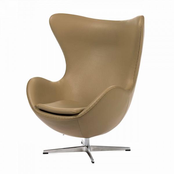 Кресло EggИнтерьерные<br>Дизайнерское комфортное кресло Egg (Эгг) в форме яйца на узкой ножке от Cosmo (Космо).<br><br><br> Кресло, своими очертаниями напоминающее яйцо, — одно из самых известных творений датского дизайнера Арне Якобсена. Вряд ли оно когда-нибудь выйдет из моды — уж слишком велик диапазон его интерьерных возможностей. Кроме того, обыгрывать данную форму помогают различные фактуры и цвета обивок.<br><br><br> Особенно приятно и солидно смотрится оригинальное кресло Egg в обивке из натуральной кожи, представлен...<br><br>stock: 0<br>Высота: 105,5<br>Высота сиденья: 41<br>Ширина: 87<br>Глубина: 82<br>Цвет ножек: Хром<br>Коллекция ткани: Deluxe<br>Тип материала обивки: Кожа<br>Тип материала ножек: Алюминий<br>Цвет обивки: Бежевый<br>Дизайнер: Arne Jacobsen