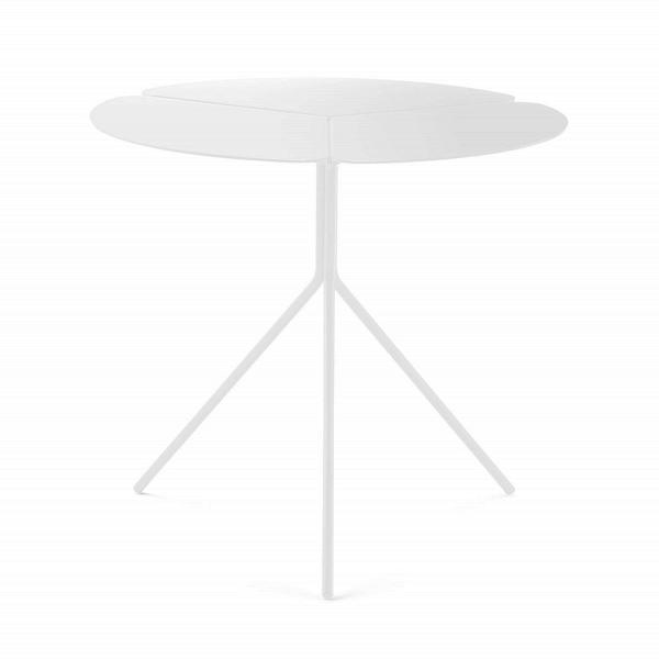 Кофейный стол FoliaКофейные столики<br>Кофейный стол Folia может стать отличным украшением практически любого современного интерьера. Лаконичный, но в то же время оригинальный дизайн стола будет выигрышно смотреться в обстановке любого типа помещений. Стол имеет оригинальную конструкцию-треногу: стильные ножки стола создают прочную опору для интересной столешницы, разделенной на три части тонкими бороздками.<br><br><br> Кофейный стол Folia в соответствии с современными тенденциями в мире дизайна изготовлен из металла высочайшего каче...<br><br>stock: 0<br>Высота: 45<br>Диаметр: 50<br>Тип материала каркаса: Металл<br>Цвет каркаса: Белый