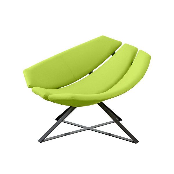 Кресло RadarИнтерьерные<br>Абсолютно уникальное по своему дизайну кресло Radar способно в любой интерьер привнести массу положительных эмоций и освежить его новыми формами и цветами. Изделие совершенно оправдывает свое название — форма кресла напоминает некий радар или приемник, установленный на специальной металлической конструкции. Такой экстравагантный дизайн был создан не в ущерб удобству, кресло очень комфортно, в нем можно расположиться сидя или даже полулежа.<br><br><br> Кресло Radar имеет обивку из войлока, котор...<br><br>stock: 0<br>Высота: 66<br>Высота сиденья: 38<br>Ширина: 106<br>Глубина: 75<br>Цвет ножек: Черный<br>Материал обивки: Шерсть, Полиамид<br>Коллекция ткани: Felt<br>Тип материала обивки: Ткань<br>Тип материала ножек: Металл<br>Цвет обивки: Лайм