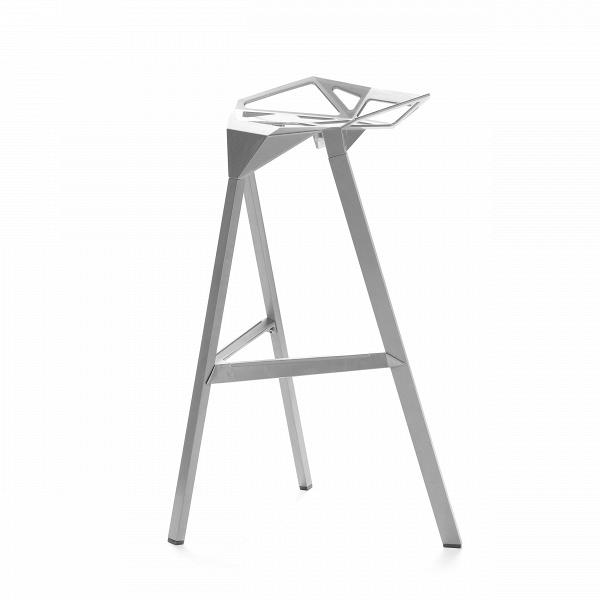 Барный стул OneБарные<br>Дизайнерский креативный барный стул One (Уан) из алюминия на трех ножках от Cosmo (Космо). <br><br>     Легендарный барный стул One отличается стильным и эпатажным внешним видом, при этом он очень удобен в использовании. Литые алюминиевые планки, причудливо соединtнные между собой в практичное сиденье, в своей передней части переходят в каркасную опору из трех широко поставленных ножек. Индустриальный минимализм такого стула неоспорим, но для конструктивного стиля он также превосходно подойдет. Л...<br><br>stock: 0<br>Высота: 82,5<br>Высота сиденья: 77<br>Ширина: 41<br>Глубина: 36<br>Тип материала каркаса: Алюминий<br>Цвет каркаса: Серебряный<br>Дизайнер: Konstantin Grcic