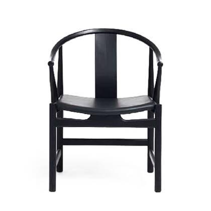 Стул China кожаныйИнтерьерные<br>Красивый, легкий дизайн стула China кожаный был создан датским дизайнером Хансом Вегнером. Мебель его авторства выпускают многие известные фабрики. Его работы принимали участие в различных выставках, например в Датском музее дизайна (Копенгаген). Стул China кожаный отличается стильным и приятным оформлением, он способен стать настоящим украшением современного интерьера.<br><br><br> Изделие обладает удобной формой, больше напоминающей комфортное кресло. Оно имеет широкое глубокое сиденье, сделанн...<br><br>stock: 0<br>Высота: 79<br>Высота сиденья: 43<br>Ширина: 58<br>Глубина: 58<br>Материал каркаса: Массив дуба<br>Тип материала каркаса: Дерево<br>Цвет сидения: Черный<br>Тип материала сидения: Кожа<br>Коллекция ткани: Standart Leather<br>Цвет каркаса: Черный<br>Дизайнер: Hans Wegner
