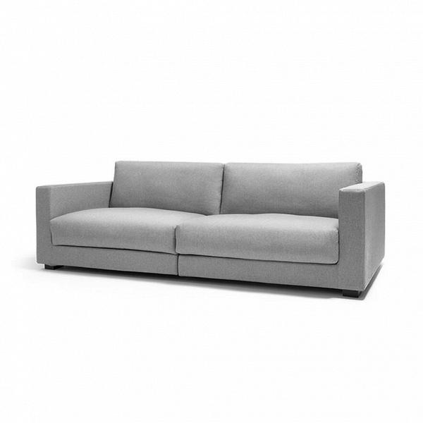 Диван Big Standard длина 250Трехместные<br>Диван Big Standard длина 250 создан одним из ведущих американских дизайнеров, который специализируется на функциональной и комфортной мебели. Шон Дикс сделал этот диван не только удобным, но и необычайно вместительным — на нем легко могут расположиться четверо человек. Простой светло-серый цвет и лаконичная форма будут идеальным решением для любого интерьерного стиля.<br><br><br> Проект дизайнера создан из лучших материалов. Прочный деревянный каркас обтянут мягкой тканевой обивкой с легкой, п...<br><br>stock: 0<br>Высота: 81,5<br>Высота сиденья: 44<br>Глубина: 105,5<br>Длина: 250<br>Материал обивки: Хлопок<br>Коллекция ткани: Charles Fabric<br>Тип материала обивки: Ткань<br>Цвет обивки: Светло-серый<br>Дизайнер: Sean Dix