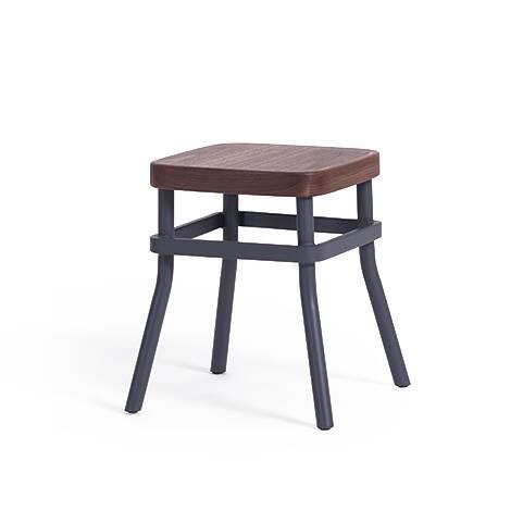 Табурет Chom Chom с деревянным сиденьемТабуреты<br><br><br>stock: 0<br>Высота: 45<br>Ширина: 40,5<br>Глубина: 40,5<br>Цвет ножек: Темно-серый матовый<br>Материал сидения: Массив ореха<br>Цвет сидения: Орех<br>Тип материала сидения: Дерево<br>Тип материала ножек: Сталь<br>Дизайнер: Sean Dix