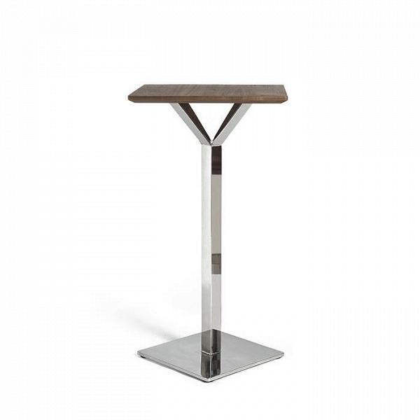 Барный стол RoninБарные<br>Компактный барный стол Ronin — это идеальное решение для небольших барных залов или закусочных. Такой стол не требует стульев, за ним удобно стоять. Однако рядом с ним вполне можно поставить барный стул, то сделает прием пищи еще более комфортным. Дизайн изделия был придуман американским дизайнером Шоном Диксом, чьи работы отличаются лаконичностью и максимальной функциональностью и удобством.<br><br><br> Маленькая квадратная столешница изготовлена из легкого и плотного материала МДФ, покрытого...<br><br>stock: 0<br>Высота: 113<br>Ширина: 80<br>Длина: 80<br>Цвет ножек: Хром<br>Цвет столешницы: Орех американский<br>Материал столешницы: Массив ореха<br>Тип материала столешницы: Дерево<br>Тип материала ножек: Сталь<br>Дизайнер: Sean Dix
