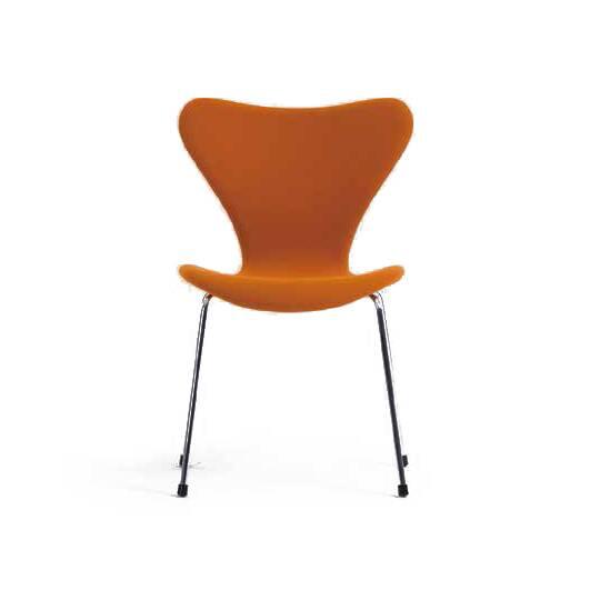 Стул S7Интерьерные<br>Эта фантазия на тему знаменитого стула «Муравей» гения датского минимализма Арне Якобсена, который он довел доВсовершенства в своей «Серии 7» 1955 года, придется поВвкусу всем: дети оценят необычную форму стула, а взрослые — лаконичный дизайн и функциональность.<br><br><br> Выглядит он просто: четыре ножки из стали и каркас из натурального дерева, но секрет в спинке и сиденье — они сделаны из единого куска фанеры, что не просто практично, а еще и очень удобно. Стул S7 легко составит ...<br><br>stock: 0<br>Высота: 79,5<br>Высота сиденья: 44<br>Ширина: 49,5<br>Глубина: 53<br>Цвет ножек: Хром<br>Материал сидения: Шерсть, Нейлон<br>Цвет сидения: Оранжевый<br>Тип материала сидения: Ткань<br>Коллекция ткани: T Fabric<br>Тип материала ножек: Сталь нержавеющая<br>Дизайнер: Arne Jacobsen