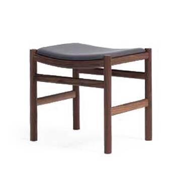 Табурет WishboneТабуреты<br>Дизайнерский табурет Wishbone заслуживает высокой оценки любого ценителя удобной и красивой домашней мебели. Стул сочетает в себе необыкновенный комфорт и продуманный до мелочей дизайн. Датский дизайнер постарался сделать свое творение максимально удобным, благодаря чему табурет обладает надежным каркасом и анатомически удобным вогнутым сиденьем.<br><br><br> Табурет Wishbone изготовлен из лучших материалов, что говорит о его качестве и надежности. Ножки стула сделаны из орехового массива. Это пр...<br><br>stock: 0<br>Высота: 47,5<br>Ширина: 50<br>Глубина: 38<br>Материал каркаса: Массив ореха<br>Тип материала каркаса: Дерево<br>Материал сидения: Хлопок, Лен<br>Цвет сидения: Серый<br>Тип материала сидения: Ткань<br>Коллекция ткани: Ray Fabric<br>Цвет каркаса: Орех<br>Дизайнер: Hans Wegner