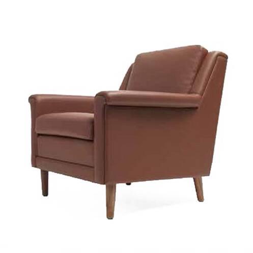 Кресло HolgerИнтерьерные<br>Лаконичное кресло Holger обладает простым, но «вкусным» классическим дизайном. Классика – это замечательное решение для любого интерьера, ведь ее можно сочетать с элементами практически любой стилевой принадлежности.<br><br><br> Кресло Holger изготовлено из первоклассных материалов, что идеально соответствует понятию строгой и стильной классики. Роскошная обивка сшита из натуральной кожи и обладает притягательным коричневым цветом. Каркас и ножки – из орехового массива. Древесина орехового дерев...<br><br>stock: 0<br>Высота: 80<br>Высота сиденья: 43,5<br>Ширина: 79<br>Глубина: 82<br>Цвет ножек: Орех американский<br>Материал ножек: Массив ореха<br>Коллекция ткани: Standart Leather<br>Тип материала обивки: Кожа<br>Тип материала ножек: Дерево<br>Цвет обивки: Коричневый