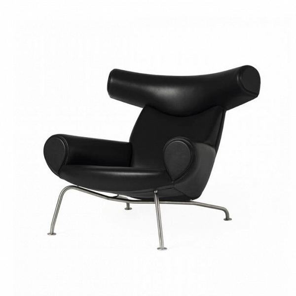Кресло OxИнтерьерные<br>Кресло Ox (в переводе с английского — «буйвол», «бык») – это удивительное творение датского дизайнера Ханса Вегнера, который высоко ценил комфорт и уют в интерьере, и это кресло – яркий тому пример. Изделие полностью оправдывает свое название благодаря необыкновенно удобной высокой спинке и широкому подголовнику, по форме напоминающему мощные рога дикого буйвола. Кресло отличается не только интересным дизайном, но и непревзойденным комфортом: широкое сиденье и спинка, широкие подлокотники,...<br><br>stock: 0<br>Высота: 88,5<br>Высота сиденья: 37,5<br>Ширина: 100,5<br>Глубина: 99<br>Цвет ножек: Хром<br>Коллекция ткани: Standart Leather<br>Тип материала обивки: Кожа<br>Тип материала ножек: Сталь нержавеющая<br>Цвет обивки: Черный<br>Дизайнер: Hans Wegner