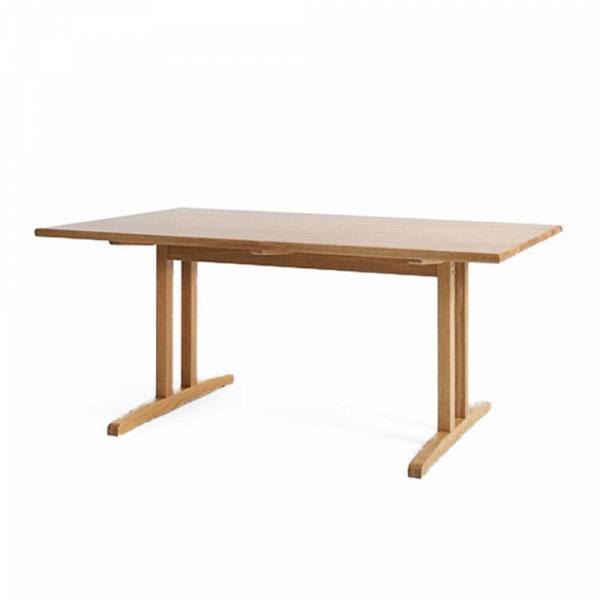 Обеденный стол Kushiro длина 140Обеденные<br>Элегантный и стильный, обеденный стол Kushiro длина 140 будет отличным функциональным украшением любой современной кухни или столовой комнаты. Строгий стиль и четкие, правильные формы стола смотрятся особенно привлекательно в сочетании с темным цветом столешницы и оригинальных ножек.<br><br><br> Столешница стола изготовлена из массива дуба и обладает неповторимым естественным цветом и изящным древесным рисунком. Интересная, устойчивая конструкция ножек выполнена также из массива дуба, что доба...<br><br>stock: 0<br>Высота: 72<br>Ширина: 80<br>Длина: 140<br>Материал каркаса: Массив дуба<br>Тип материала каркаса: Дерево<br>Цвет каркаса: Светло-коричневый