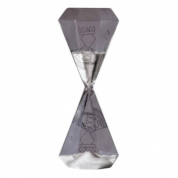 Песочные часы Si-Time King на 60 минутЧасы<br>Итальянские дизайнеры из компании Seletti чтут традиции модернизма, не забывая о старинных канонах красоты, иВскрещивают новые формы и цвета с классическим декором, получая ни на что не похожие предметы.<br><br><br> Компания была создана еще в шестидесятых, один из ее основателей Романо в то время активно путешествовал по востоку Китая и привез в Европу предметы интерьера из бамбука, посуду и скатерти с восточным колоритом. О восточной мудрости напоминает нам коллекция песочных часов Si-T...<br><br>stock: 0<br>Высота: 25,5<br>Материал: Стекло<br>Диаметр: 10,2