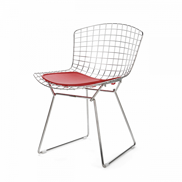 Стул Bertoia Side кожаный StandartИнтерьерные<br>Дизайнерский стул Bertoia Side Standart (Бертола Сайд Стандар) из тонких стальных прутьев с сиденьем из кожи от Cosmo (Космо).<br>Стул Bertoia Side кожаный Standart разработан вВ1952 году дизайнером Гарри Бертойей иВбыл частью его коллекции. Это икона современного дизайна середины прошлого века. Обладая сильной эстетической привлекательностью, его стул широко использовался другими дизайнерами, такими как Ээро Сааринен вВМассачусетском технологическом институте иВвВздани...<br><br>stock: 3<br>Высота: 74<br>Высота сиденья: 44<br>Ширина: 52,5<br>Глубина: 58<br>Тип материала каркаса: Сталь нержавеющя<br>Цвет сидения: Красный<br>Тип материала сидения: Кожа<br>Коллекция ткани: Standart Leather<br>Цвет каркаса: Хром<br>Дизайнер: Harry Bertoia