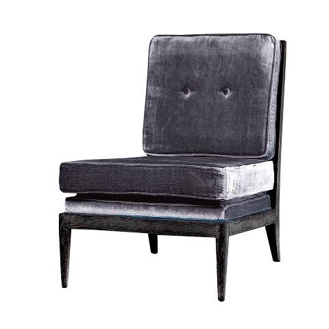 Кресло Лоран (FC9970-OAK/V063)Интерьерные<br>ROOMERS – это особенная коллекция, воплощение всего самого лучшего, модного и новаторского в мире дизайнерской мебели, предметов декора и стильных аксессуаров.<br><br>Интерьерные решения от ROOMERS в буквальном смысле не имеют границ. Мебель, предметы декора, светильники и аксессуары тщательно отбираются по всему миру – в последних коллекциях знаменитых дизайнеров и культовых брендов, среди искусных работ hand-made мастеров Европы и Юго-Восточной Азии во время большого и увлекательного путешествия,...<br><br>stock: 1<br>Высота: 80<br>Ширина: 77<br>Материал: каркас массив дуба, обивка бархат<br>Цвет: Grey<br>Длина: 60