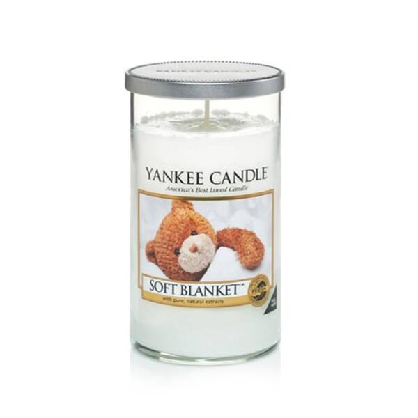 Свеча средняя в стеклянном стакане Soft BlanketПодсвечники и свечи<br>Свеча средняя в стеклянном стакане Soft Blanket — это свеча с ароматом цветочной свежести и уюта в вашем доме. Сладкие мечты... Колыбельная чистых цитрусовых, роскошной ванили и теплого янтаря. Верхняя нота — бергамот, цитрусовые, ежевика. Средняя нота — ваниль, роза. Базовая нота — амбра, какао, мускус.<br><br> Сделано в США.<br> Время горения 65–95 часов.<br>Вес 340 г<br><br>stock: 1<br>Высота: 14<br>Цвет: Белый<br>Диаметр: 7.6