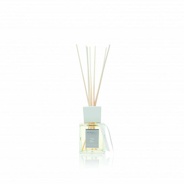 Диффузор с палочками Zona Amber And IncenseРазное<br>Диффузор с палочками Zona Amber And Incense — это сложный аромат, где драгоценный янтарь гармонирует с экзотическими благовониями и древесными аккордами для насыщения вашего дома этим эксклюзивным творением. Базовые ноты — мирра, мускатный орех, корица. Средние ноты — ирис, ваниль, амбра. Верхние ноты — ладан, сандал, кедр.<br><br>Объем 250 мл<br><br>stock: 0<br>Высота: 31<br>Ширина: 8<br>Материал: Ротанг<br>Цвет: Белый<br>Длина: 9.3