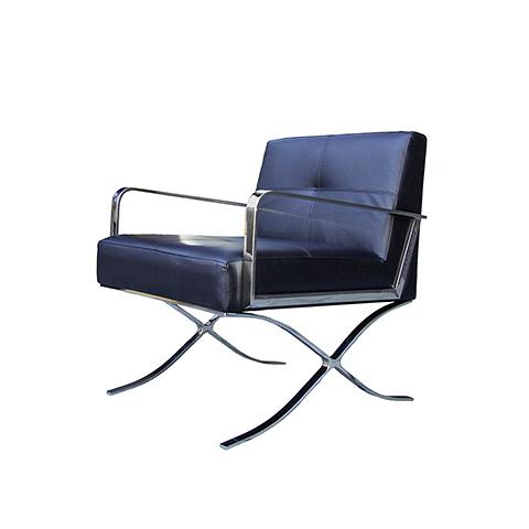 Кресло  (EC-011/YM37 )Интерьерные<br>ROOMERS – это особенная коллекция, воплощение всего самого лучшего, модного и новаторского в мире дизайнерской мебели, предметов декора и стильных аксессуаров. Интерьерные решения от ROOMERS в буквальном смысле не имеют границ. Мебель, предметы декора, светильники и аксессуары тщательно отбираются по всему миру – в последних коллекциях знаменитых дизайнеров и культовых брендов, среди искусных работ hand-made мастеров Европы и Юго-Восточной Азии во время большого и увлекательного путешествия, ...<br><br>stock: 6<br>Высота: 82<br>Ширина: 72<br>Материал: нержавеющая сталь, кожа<br>Цвет: royal blue<br>Длина: 74
