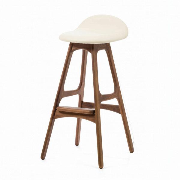 Барный стул Buch 3Барные<br>Дизайнерский барный стул Buch (Буш) без подлокотников на деревянных ножках от Cosmo (Космо).<br> Высокий барный стул Buch 3 создан еще вВ1960 году дизайнером Эриком Буком, который посвятил всю свою жизнь дизайну и архитектуре. У Эрика Бука было свыше 30 коммерчески успешных дизайн-проектов, среди которых самым успешным стал именно этот барный стул, который нашел свое место в миллионах домов по всему миру. Сегодня же стулья, сконструированные Эриком Буком, по-прежнему производятся на фабри...<br><br>stock: 0<br>Высота: 85,5<br>Высота сиденья: 75<br>Ширина: 40<br>Глубина: 45<br>Цвет ножек: Орех<br>Материал ножек: Массив ореха<br>Материал сидения: Полиуретан<br>Цвет сидения: Белый<br>Тип материала сидения: Кожа искусственная<br>Коллекция ткани: Premium Grade PU<br>Тип материала ножек: Дерево<br>Дизайнер: Erik Buch