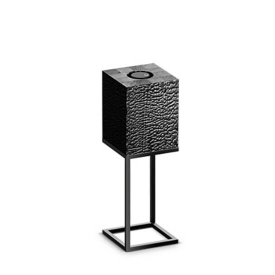 Настольный светильник Cubx M,BurnНастольные<br>Настольный светильник Cubх M, Burn самый компактный светильник серии Cubx. Как и все светильники Handy, настольный светильник Cubх M, Burn оснащен светодиодами отличного качества, яркость которых можно варьировать от декоративной ночной подсветки до очень яркого источника дополнительного освещения. Управление яркостью осуществляется переносным деревянным пультом, который примагничивается к корпусу светильника в специальной нише сверху. Пульт можно достать и управлять светильником дистанционно...<br><br>stock: 0<br>Высота: 60<br>Ширина: 20<br>Длина: 20<br>Длина провода: 300<br>Количество ламп: 1<br>Материал абажура: Дерево<br>Материал арматуры: Металл<br>Мощность лампы: 12<br>Ламп в комплекте: Да<br>Напряжение: 220<br>Степень защиты: 40<br>Теплота света: 3000<br>Тип лампы/цоколь: E27<br>Цвет абажура: Черный<br>Цвет арматуры: Черный<br>Цвет провода: Черный