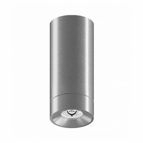 Уличный светильник Roll Mini Top, AlumУличные<br>Уличный светильник Roll Mini Top, Alum — самая маленькая модель потолочного светильника с высоким уровнем <br>гидроизоляции. Может быть использован как в помещениях с повышенной <br>влажностью (ванная комната, бассейн), так и вне помещений. Предназначен <br>для заливки светом больших площадей стен и полов. На светильник можно <br>установить линзу с узким углом рассеивания 30° для акцентного и <br>камерного освещения. Отличается высокой яркостью и отличным качеством <br>света.<br><br>stock: 0<br>Диаметр: 3<br>Длина: 9<br>Длина провода: 100<br>Количество ламп: 1<br>Материал абажура: Алюминий<br>Мощность лампы: 3<br>Ламп в комплекте: Да<br>Напряжение: 220<br>Степень защиты: 67<br>Теплота света: 3000<br>Тип лампы/цоколь: LED<br>Цвет абажура: Хром<br>Цвет провода: Черный