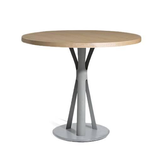 Кофейный стол Split 1Кофейные столики<br>Кофейный стол Split 1 – это прекрасное решение для модного кафе или закусочной, где необходимо создать атмосферу красоты и домашнего уюта. Американский дизайнер Шон Дикс постарался сделать свое творение максимально удобным и функциональным. Благодаря круглой столешнице изделие способно разбавить общий дизайн интерьера и сделать его более дружелюбным и комфортным.<br><br><br> Столешница изготовлена из материала МДФ, покрытого гладким шпоном дуба. Такое покрытие придает столу роскошный элегантный...<br><br>stock: 0<br>Высота: 45<br>Диаметр: 61<br>Цвет ножек: Серый<br>Цвет столешницы: Светло-коричневый<br>Материал ножек: Сталь<br>Материал столешницы: МДФ<br>Отделка cтолешницы: Шпон дуба<br>Дизайнер: Sean Dix
