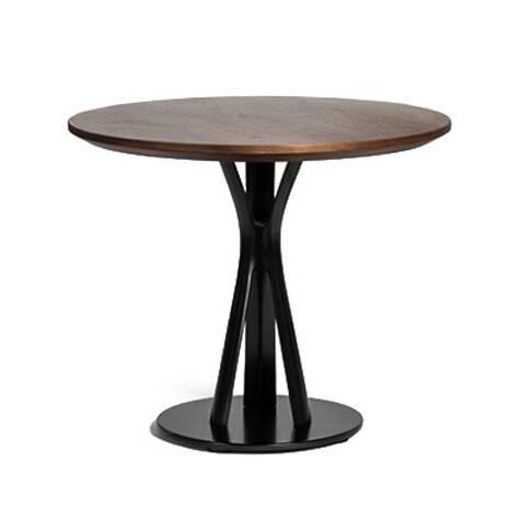 Кофейный стол Split 1Кофейные столики<br>Кофейный стол Split 1 – это прекрасное решение для модного кафе или закусочной, где необходимо создать атмосферу красоты и домашнего уюта. Американский дизайнер Шон Дикс постарался сделать свое творение максимально удобным и функциональным. Благодаря круглой столешнице изделие способно разбавить общий дизайн интерьера и сделать его более дружелюбным и комфортным.<br><br><br> Столешница изготовлена из материала МДФ, покрытого гладким шпоном дуба. Такое покрытие придает столу роскошный элегантный...<br><br>stock: 0<br>Высота: 45<br>Диаметр: 61<br>Цвет ножек: Черный<br>Цвет столешницы: Коричневый<br>Материал ножек: Сталь<br>Материал столешницы: МДФ<br>Отделка cтолешницы: Шпон ореха<br>Дизайнер: Sean Dix