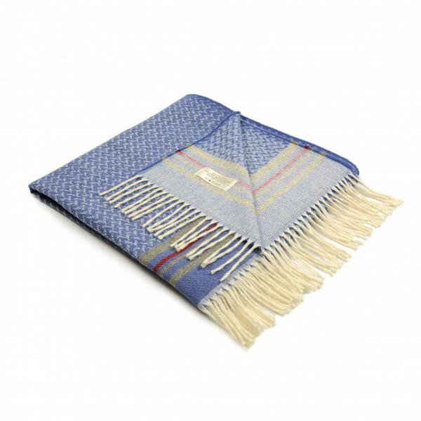 Плед AntiguaРазное<br>Плед Antigua создан популярной итальянской компанией Marzotto. Этот бренд занимается изготовлением текстиля для дома в соответствии с высочайшими стандартами качества. Плед Antigua — это не просто превосходное качество, но и необыкновенно красивый дизайн. Гармоничная цветовая гамма, легкий, приятный взгляду узор и очаровательная бахрома — все это сливается в одно изделие, которое станет потрясающим украшением для домашнего интерьера.<br><br><br> Плед Antigua соткан сразу из нескольких материалов...<br><br>stock: 0<br>Ширина: 130<br>Материал: Хлопок, Шерсть, Альпака<br>Цвет: Голубой<br>Длина: 180