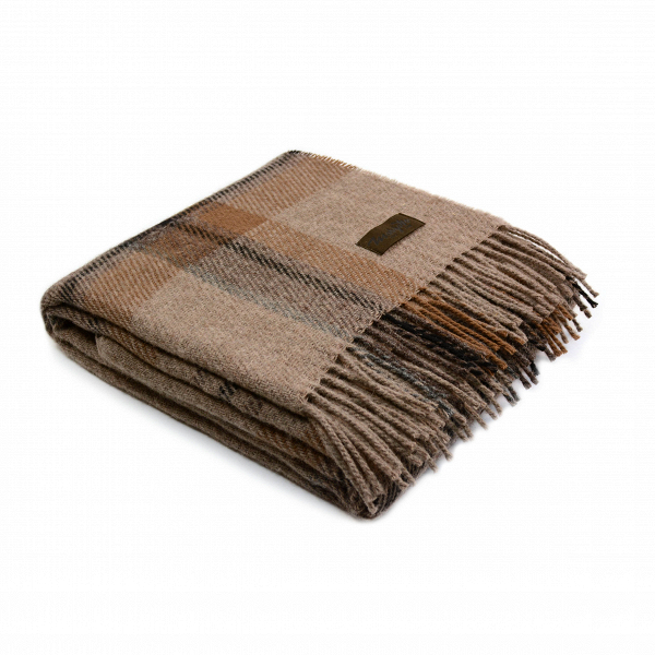 Плед NorvegiaРазное<br>Уютный шерстяной плед Norvegia от итальянской компании Marzotto подарит вам и вашему домашнему интерьеру уютное тепло и хорошее настроение. Плед обладает спокойным дизайном и выполнен в приятной цветовой гамме из коричневых оттенков. Это универсальное сочетание, которое будет хорошо смотреться в любом интерьере.<br><br><br> Плед Norvegia создан из 100%-ной овечьей шерсти. Это совершенно безопасный для здоровья, экологически чистый материал. Изделия из него обладают хорошей воздухопроницаемостью...<br><br>stock: 0<br>Ширина: 130<br>Материал: Шерсть<br>Цвет: Коричневый<br>Длина: 180