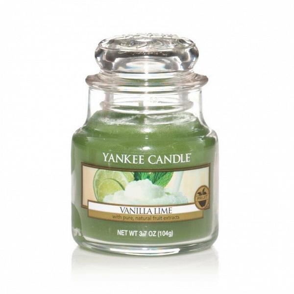 Свеча маленькая  в стеклянной банке Vanilla LimeПодсвечники и свечи<br>Свеча маленькая в стеклянной банке Vanilla Lime — это освежающий, сливочный, ванильный аромат со сладкими нотами сахарного тростника и пикантного лайма. Верхняя нота — кафрский лайм, цедра лимона. Средняя нота — сахар, какао. Базовая нота — ваниль, бобы тонка.<br> <br> Сделано в США.<br> Время горения 25–40 часов.<br> Вес 104 г<br><br>stock: 0<br>Высота: 8.6<br>Цвет: Зеленый<br>Диаметр: 5.8