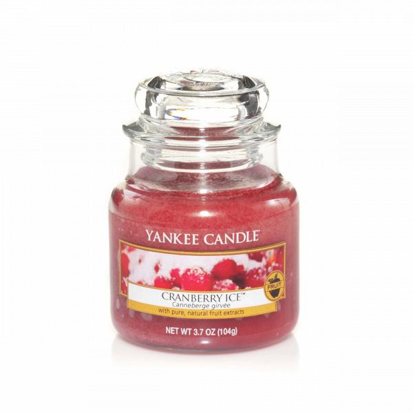 Свеча маленькая  в стеклянной банке Cranberry IceПодсвечники и свечи<br>Свеча маленькая в стеклянной банке Cranberry Ice — это ягодный аромат кислинкой и с вкраплениями сладких ванильных нот, классический зимний аромат. Верхние ноты — клюква. Средние ноты — мандарин. Базовые ноты — ванильный сахар.<br> <br> Сделано в США.<br> Время горения 25–40 часов.<br> Вес 104 г<br><br>stock: 0<br>Высота: 8.6<br>Цвет: Красный<br>Диаметр: 5.8