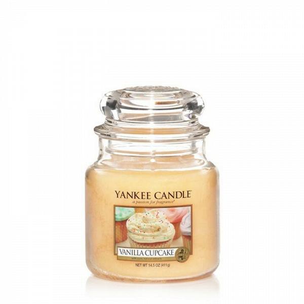 Свеча средняя в стеклянной банке Vanilla CupcakeПодсвечники и свечи<br>Свеча средняя в стеклянной банке Vanilla Cupcake — это немного пряный, богатый, сливочный аромат ванильного кекса с оттенками лимона и большим количеством глазури. Верхняя нота — ванильная глазурь, солодовый сахар. Средняя нота — бисквит, шоколад. Базовая нота — какао, ваниль.<br> <br> Сделано в США.<br> Время горения 65–90 часов.<br> Вес 411 г<br><br>stock: 0<br>Высота: 12.7<br>Цвет: Желтый<br>Диаметр: 10.7