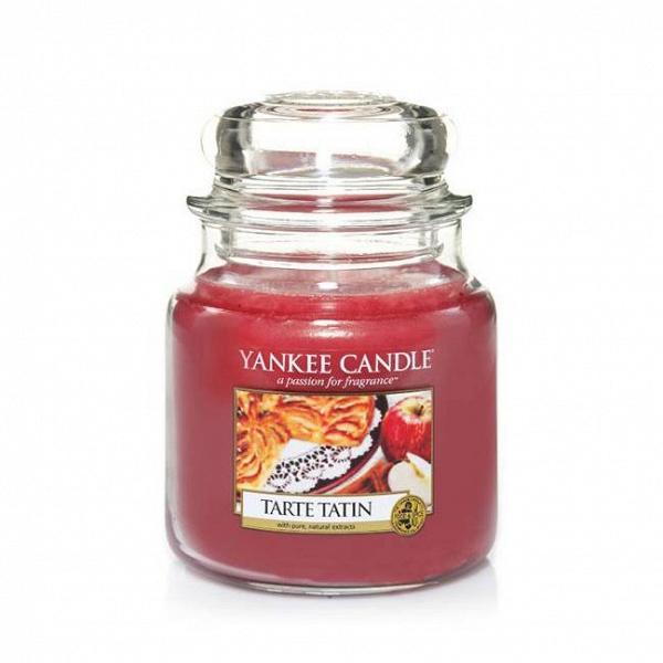 Свеча средняя в стеклянной банке Tarte TatinПодсвечники и свечи<br>Свеча средняя в стеклянной банке Tarte Tatin — это настоящий аромат яблочного пирога. <br> <br> Сделано в США.<br> Время горения 65–90 часов.<br>Вес 411 г<br><br>stock: 1<br>Высота: 12.7<br>Цвет: Красный<br>Диаметр: 10.7