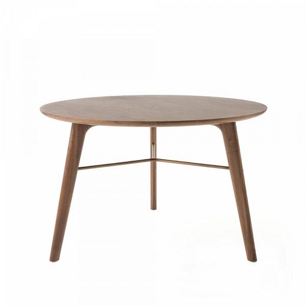 Обеденный стол Utility диаметр 120Обеденные<br>Небольшой обеденный стол Utility диаметр 120 – это очень уютное изделие для домашней кухни или столовой. Хотя изделие обладает довольно минималистичным, спокойным дизайном, оно может отлично гармонировать как с классическим типом интерьера, так и с более экстравагантными решениями, такими как бохо, индустриальный стиль и даже китч.<br><br><br> Компания Stellar Works специализируется на создании высококачественной элитной мебели, поэтому отбирает только лучшие материалы для своих изделий. Для э...<br><br>stock: 0<br>Высота: 75<br>Диаметр: 120<br>Цвет ножек: Орех<br>Цвет столешницы: Орех<br>Материал ножек: Массив ореха<br>Материал столешницы: Шпон ореха<br>Тип материала столешницы: Дерево<br>Тип материала ножек: Дерево