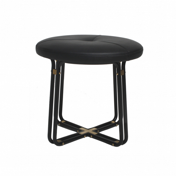 Табурет ChillaxТабуреты<br>Стильный, элегантный и необычайно комфортный, табурет Chillax будет отличным дополнением для современного интерьера в стиле модерн, ар-деко, лофт, минимализм, лаунж и многих других. Изделие создано дизайнерами мебельной компании Stellar Works – бренда, который стремительно набирает популярность во всем мире. Работы дизайнеров этой компании отличаются новаторским подходом, в каждом творении они ловко совмещают красоту и функциональность.<br><br><br> Табурет Chillax сделан из самых качественных с...<br><br>stock: 0<br>Высота: 42<br>Диаметр: 45<br>Цвет ножек: Черный<br>Цвет ножек дополнительный: Латунь<br>Тип материала обивки: Кожа<br>Тип материала ножек: Сталь<br>Цвет обивки: Черный