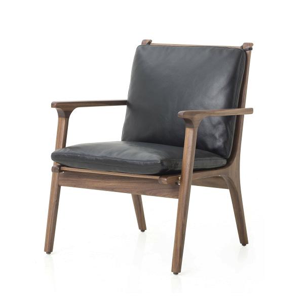 Кресло Ren с кожаной обивкойИнтерьерные<br>Изделия дизайнеров Stellar Works отличаются особым шармом, каждое из них обладает своим собственным характером и стилем. Эта модель кресла представляет собой органичное сочетание комфорта и классической цветовой палитры. Кресло Ren с кожаной обивкой оснащено удобными подушками, что делает его отличным вариантом как для рабочего кабинета, так и для гостиной комнаты.<br><br><br> Дизайнеры выбрали для этой модели одни из наиболее ценных материалов. Орех считается ценным деревом, он прочен и краси...<br><br>stock: 0<br>Высота: 78<br>Высота сиденья: 38<br>Ширина: 62.4<br>Глубина: 60<br>Материал каркаса: Массив ореха<br>Тип материала каркаса: Дерево<br>Тип материала обивки: Кожа<br>Цвет обивки: Черный<br>Цвет каркаса: Орех