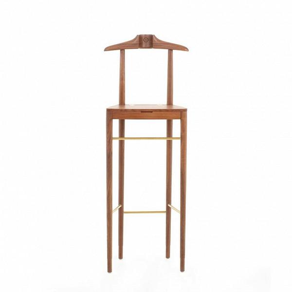 Барный стул LavalНапольные<br>Барный стул Laval – это прекрасное изделие из серии Laval от компании Stellar Works. Компания занимается разработкой дизайна мебели и ее последующим производством. Отличительной чертой их творений является смешение двух направлений – восточного колорита и западной практичной красоты. Именно таким выглядит и барный стул Laval – простой и практичный, с добавлением некоторых элементов, которые делают его интересным и стильным.<br><br><br> Дизайнеры Stellar Works всегда тщательно подбирают подходящ...<br><br>stock: 0<br>Высота: 121,5<br>Ширина: 45,4<br>Материал: Массив ореха<br>Цвет: Орех<br>Диаметр: 38,9<br>Материал дополнительный: Сталь<br>Цвет дополнительный: Латунь