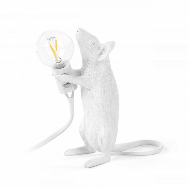 Настольный светильник Mouse StandingНастольные<br>Животный мир дарит массу вдохновения художникам всего мира. Дизайнеры компании Seletti создали коллекцию оригинальных стилизованных светильников, выполненных в форме различных представителей фауны. Их фигуры совершенно очаровывают, а выражения мордочек словно передают человеческие эмоции. Настольный светильник Mouse Standing – это целое произведение искусства, в которое вложена своя маленькая история.<br><br><br> Мышка изготовлена из смолы и выполнена в стильном белоснежном цвете. Лампочка рас...<br><br>stock: 0<br>Высота: 14,5<br>Ширина: 8,1<br>Длина: 6,2<br>Материал абажура: Смола<br>Цвет абажура: Белый<br>Цвет провода: Белый