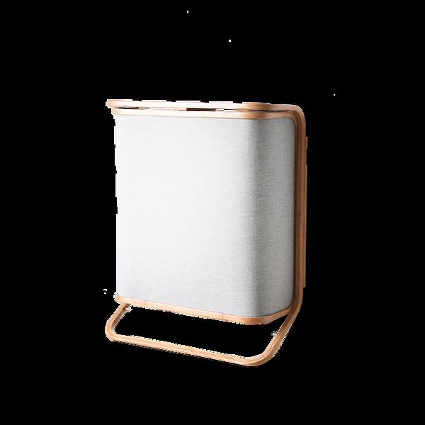 Корзина для белья ClicРазное<br>Корзина для белья Clic – это одна из тех моделей корзин, которые не только функционально дополняют ванную комнату, но и выступают в качестве ее интересного украшения. Корзина очень удобна в использовании, она легко открывается и закрывается, вместительный внутренний мешок вынимается за специальные ручки, благодаря чему белье можно быстро перемещать к стиральной машине.<br><br><br> Корзина выполнена из легких и прочных материалов, что обеспечивает ее долгий срок службы. Корзина для белья Clic от...<br><br>stock: 16<br>Высота: 66.3<br>Ширина: 53.4<br>Глубина: 21<br>Материал: Ткань<br>Цвет: Серый<br>Состав основы: Хлопок, Полиэстер<br>Материал дополнительный: Бамбук<br>Цвет дополнительный: Коричневый