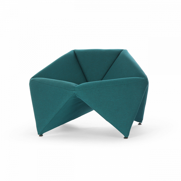 Кресло FoldИнтерьерные<br>Эксклюзивность изделий мебельной компании Softline состоит в потрясающей функциональности и максимальном удобстве использования каждого предмета. Оригинальное кресло Fold (Фолд) от дизайнеров этого бренда выполнено именно в таком инновационном стиле – лаконичность, уникальная комфортная форма и неповторимый дизайн делают эту модель прекрасным вариантом для наиболее современных и удобных интерьеров.<br><br><br> Это изделие наилучшим образом подходит для создания домашнего интерьера. Ткань для оби...<br><br>stock: 1<br>Высота: 67<br>Высота сиденья: 42/45<br>Ширина: 106<br>Глубина: 75<br>Материал обивки: Хлопок, Полиэстер<br>Коллекция ткани: Vision<br>Тип материала обивки: Ткань<br>Цвет обивки: Бирюзовый