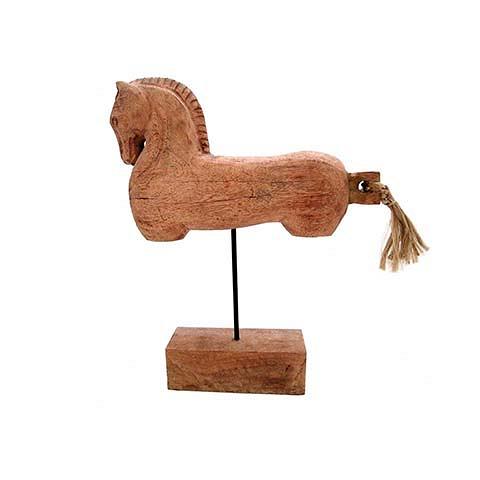 Декор лошадь (FA-1553)Настольные<br>ROOMERS – это особенная коллекция, воплощение всего самого лучшего, модного и новаторского в мире дизайнерской мебели, предметов декора и стильных аксессуаров. Интерьерные решения от ROOMERS в буквальном смысле не имеют границ. Мебель, предметы декора, светильники и аксессуары тщательно отбираются по всему миру – в последних коллекциях знаменитых дизайнеров и культовых брендов, среди искусных работ hand-made мастеров Европы и Юго-Восточной Азии во время большого и увлекательного путешествия, ...<br><br>stock: 36<br>Высота: 38<br>Ширина: 20<br>Материал: MANGO WOOD AND IRON<br>Цвет: Brown<br>Длина: 50