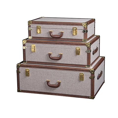 Сундук (T0138B 58C#)Разное<br>ROOMERS – это особенная коллекция, воплощение всего самого лучшего, модного и новаторского в мире дизайнерской мебели, предметов декора и стильных аксессуаров. Интерьерные решения от ROOMERS в буквальном смысле не имеют границ. Мебель, предметы декора, светильники и аксессуары тщательно отбираются по всему миру – в последних коллекциях знаменитых дизайнеров и культовых брендов, среди искусных работ hand-made мастеров Европы и Юго-Восточной Азии во время большого и увлекательного путешествия, ...<br><br>stock: 3<br>Высота: 19<br>Ширина: 39<br>Материал: текстиль, кожа, металл<br>Цвет: gold/brown<br>Длина: 61