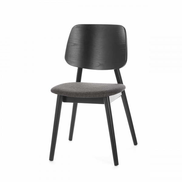 Стул LuusИнтерьерные<br>Простой стиль этой модели делает ее очень функциональной – стул Luus подойдет как для дополнения мебельного ансамбля гостиной комнаты, так и для создания уютной и комфортной обстановки на кухне или в столовой. Стул выполнен в классическом стиле и спокойной цветовой гамме.<br><br><br> На выбор предлагаются различные варианты расцветки под разные породы дерева, однако сам каркас стула изготавливается из прочного и надежного массива ясеня. Изделия из дерева высоко ценятся во многих интерьерных стил...<br><br>stock: 64<br>Высота: 81,5<br>Ширина: 46<br>Глубина: 54,5<br>Цвет ножек: Черный<br>Цвет спинки: Черный<br>Материал ножек: Массив ясеня<br>Материал спинки: Фанера, шпон ясеня<br>Материал сидения: Полиэстер<br>Цвет сидения: Темно-серый<br>Тип материала спинки: Фанера<br>Тип материала сидения: Ткань<br>Тип материала ножек: Дерево