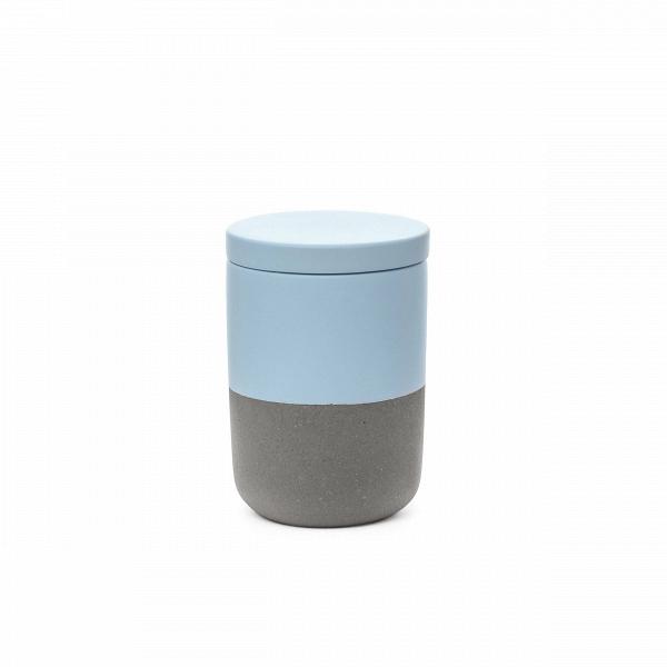 Банка FuzhouРазное<br>Очаровательный набор из предметов для домашнего быта представляет коллекция Fuzhou – оригинальное решение в минималистичном исполнении для любого интерьера. Коллекция обладает интересным дизайном, который сочетает в себе мягкие, чистые цвета и грубоватый светло-серый оттенок. Такой дизайн идеально подойдет для современных помещений, где присутствуют элементы стиля лофт или брутализм, смешанные с компактными и лаконичными формами и цветовыми палитрами.<br><br><br> Коллекция Fuzhou сделана из бето...<br><br>stock: 100<br>Высота: 10,5<br>Материал: Бетон<br>Цвет: Светло-серый<br>Диаметр: 7,5<br>Цвет дополнительный: Голубой