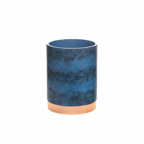 Корзина для мусора NankingРазное<br>Коллекция Nanking включает в себя разнообразные предметы для домашнего быта, от стаканов и подносов до подставок для ершика и корзины для мусора. Все эти изделия объединены единым стилем и цветовой гаммой. Дизайн моделей очень прост и свеж. Особенно привлекательно и интересно выглядит поверхность изделий, на которую дизайнеры нанесли стильные штрихи потертостей и пятен.<br><br><br> Для создания коллекции Nanking проектировщики выбрали смолу – это довольно прочный материал, обладающий хорошей дек...<br><br>stock: 99<br>Высота: 25,2<br>Материал: Смола<br>Цвет: Синий<br>Диаметр: 19<br>Цвет дополнительный: Латунь