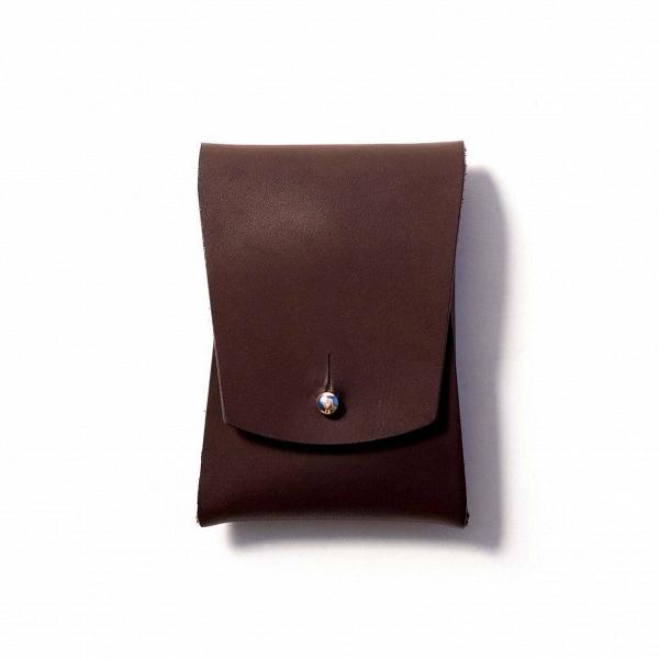 Визитница Pola, коричневаяРазное<br>Внимание к деталям и аксессуарам – признак хорошего вкуса и стиля. А дизайнерская визитница Pola (Пола) – это не только элегантное дополнение для вашего повседневного образа, но и функциональный аксессуар.<br><br><br> Дизайнеры компании Long River, придумавшие эту модель визитницы, считают, что аксессуар должны создаваться только из прочных, качественных материалов, ведь только в этом случае изделие готово служить своему владельцу в течение многих лет. Поэтому для создания Pola мастера взяли нат...<br><br>stock: 0<br>Высота: 10<br>Ширина: 2<br>Материал: Кожа<br>Цвет: Коричневый<br>Длина: 7