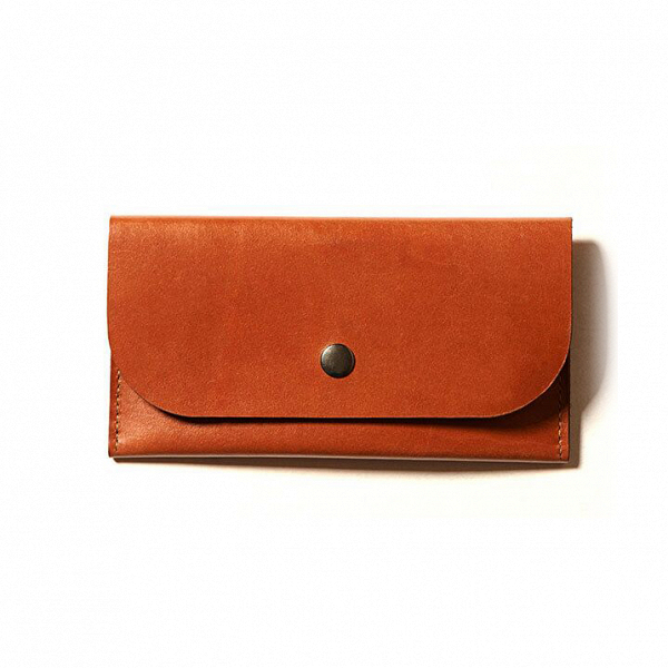 Клатч Euphrates, рыжийРазное<br>Оригинальный клатч Euphrates (Ефрат) представляет собой компактный кошелек, в который поместятся пластиковые карты, наличные деньги и даже паспорт. Изделие отлично подойдет для повседневного использования, а за счет прочных высококачественных материалов оно устойчиво к износу и сохранит идеальный внешний вид на многие годы.<br><br><br> Для создания оригинального клатча Euphrates, рыжий берется плотная натуральная кожа, которую надежно прошивают прочными нейлоновыми нитями.<br><br><br> Модель выполнена...<br><br>stock: 0<br>Высота: 11<br>Ширина: 1<br>Материал: Кожа<br>Цвет: Рыжий<br>Длина: 21