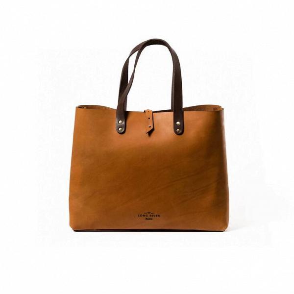 Сумка-шопер Demini, рыжаяРазное<br>Сумки-шоперы – это необычайно удобные изделия, с которыми можно отправиться и на прогулку по пляжу, и в поход по магазинам одежды. Дизайнеры российской компании Long River предлагают вашему вниманию очень удобную и универсальную модель такой сумки. Оригинальная сумка-шопер Demini, рыжая – это комфорт и элегантный стиль, который станет замечательным дополнением вашего повседневного гардероба.<br><br><br> Мастера Long River тщательно следят за качеством создаваемой ими продукции. Данный аксессуар ...<br><br>stock: 0<br>Высота: 32<br>Ширина: 12<br>Материал: Кожа<br>Цвет: Рыжий<br>Длина: 44