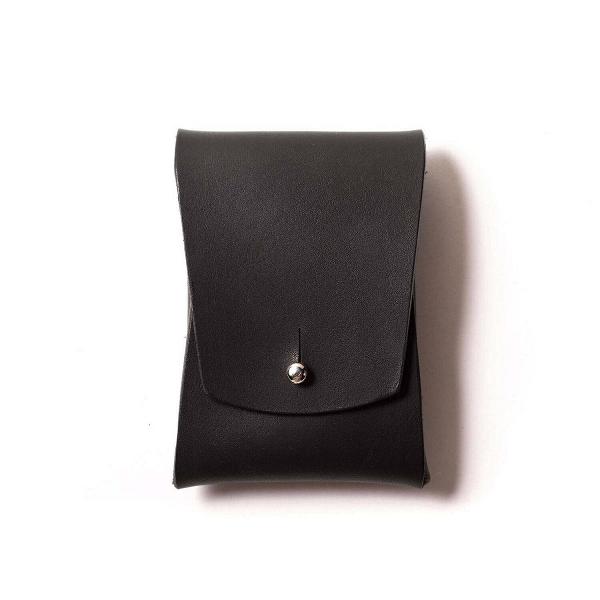 Визитница Pola, чернаяРазное<br>Внимание к деталям и аксессуарам – признак хорошего вкуса и стиля. А дизайнерская визитница Pola (Пола) – это не только элегантное дополнение для вашего повседневного образа, но и функциональный аксессуар.<br><br><br> Дизайнеры компании Long River, придумавшие эту модель визитницы, считают, что аксессуар должны создаваться только из прочных, качественных материалов, ведь только в этом случае изделие готово служить своему владельцу в течение многих лет. Поэтому для создания Pola мастера взяли нат...<br><br>stock: 0<br>Высота: 10<br>Ширина: 2<br>Материал: Кожа<br>Цвет: Черный<br>Длина: 7