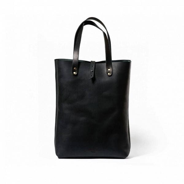 Сумка-шопер Torrens, чернаяРазное<br>Прелесть этой модели шопера – в ее удобстве и практичности. Такую сумку можно взять с собой и на пляж, и в поход по модным магазинам. Дизайнерская сумка-шопер Torrens, черная имеет удобные ручки, благодаря которым ее удобно носить как на плече, так и просто в руке.<br><br><br> Все изделия российского бренда Long River объединяются высочайшим качеством, прочностью и долговечностью. Для создания этой модели мастера берут плотную натуральную кожу, надежно прошивают все крепкими нейлоновыми нитями и...<br><br>stock: 0<br>Высота: 44<br>Ширина: 12<br>Материал: Кожа<br>Цвет: Черный<br>Длина: 32