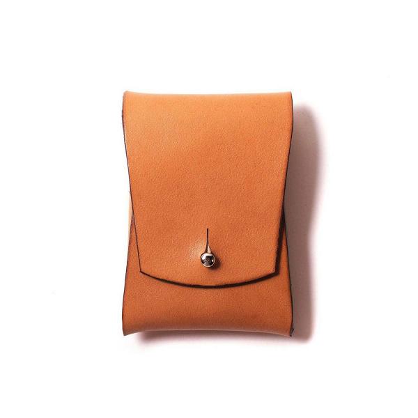 Визитница Pola, рыжаяРазное<br>Внимание к деталям и аксессуарам – признак хорошего вкуса и стиля. А дизайнерская визитница Pola (Пола) – это не только элегантное дополнение для вашего повседневного образа, но и функциональный аксессуар.<br><br><br> Дизайнеры компании Long River, придумавшие эту модель визитницы, считают, что аксессуар должны создаваться только из прочных, качественных материалов, ведь только в этом случае изделие готово служить своему владельцу в течение многих лет. Поэтому для создания Pola мастера взяли нат...<br><br>stock: 0<br>Высота: 10<br>Ширина: 2<br>Материал: Кожа<br>Цвет: Рыжий<br>Длина: 7