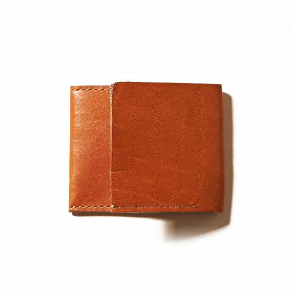 Кошелек Holston, рыжийРазное<br>Складной дизайнерский кошелек Holston (Холстон) – это компактное и многофункциональное изделие, которое станет отличным вариантом для хранения пластиковых карт и наличных денег. Бумажник выглядит стильно и элегантно и отлично подойдет для делового стиля.<br><br><br> Дизайнеры компании Long River тщательно следят за качеством своих работ. Оригинальный кошелек Holston, рыжий выполнен из высококачественной натуральной кожи и прошит нейлоновыми нитями. Такая комбинация – гарант долговечности и износ...<br><br>stock: 0<br>Высота: 8<br>Ширина: 1<br>Материал: Кожа<br>Цвет: Рыжий<br>Длина: 10